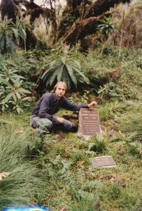 dian-fossey-grave-in-africa